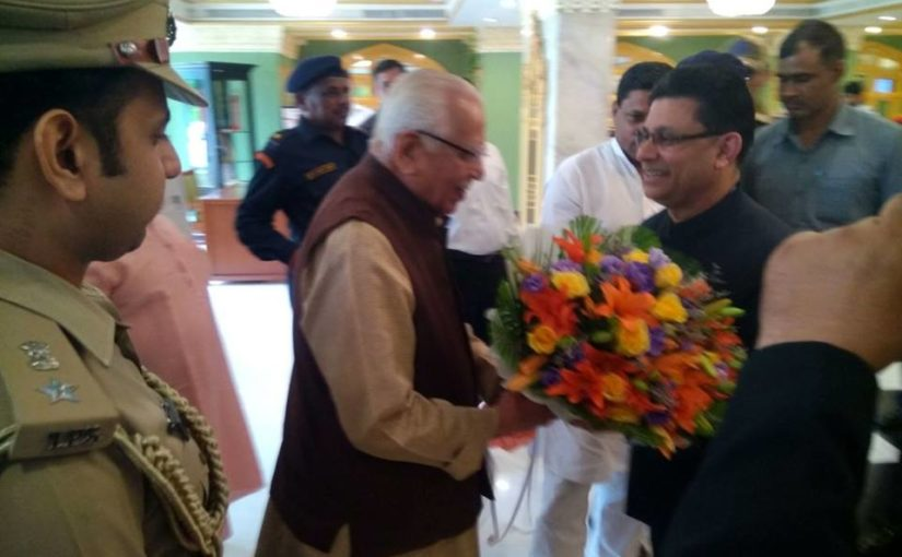His Excellency Governor of Uttar Pradesh Shri Ram Naik being welcomed at Hotel Clarks